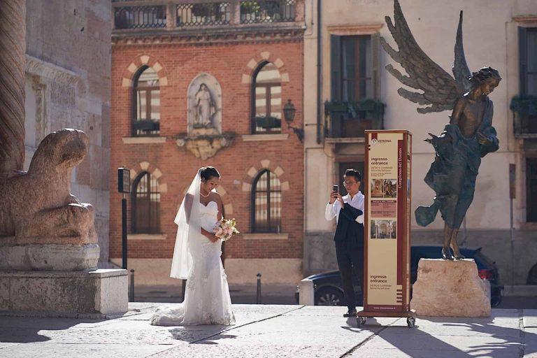 Servizio di coppia in abiti da cerimonia